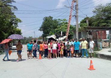 Familias exigen a CFE solución a cortes de energía eléctrica.