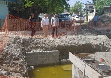 Supervisan obra de introducción de línea de agua potable