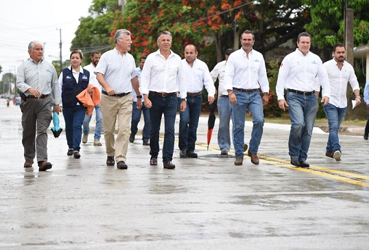 Entrega Chucho Nader Más Obras de Pavimentación
