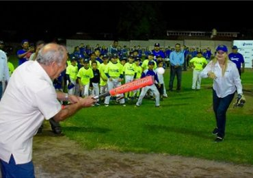 "Inaugura Alma Laura Amparán Campeonato Estatal de Béisbol Infantil ""Juventino Padilla Reyes"""