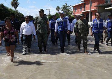 Supervisa Gobernador acciones para atender a la población afectada por inundaciones en Reynosa.