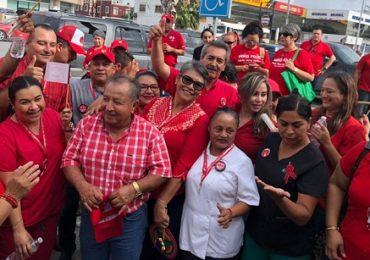 Apoyan sindicalizados de Sector Salud a Adolfo Sierra Medina