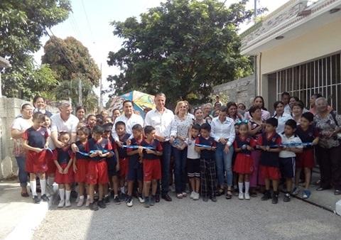 Jesús Nader Nasrallah, alcalde porteño, entregó este miércoles dos calles más pavimentadas en la zona norte de la ciudad.