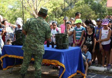 Niñas y niños participan en campamento de verano en CECUDI y visitan 77 Batallón