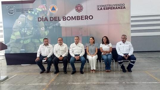 Celebra Madero a los bomberos en día.