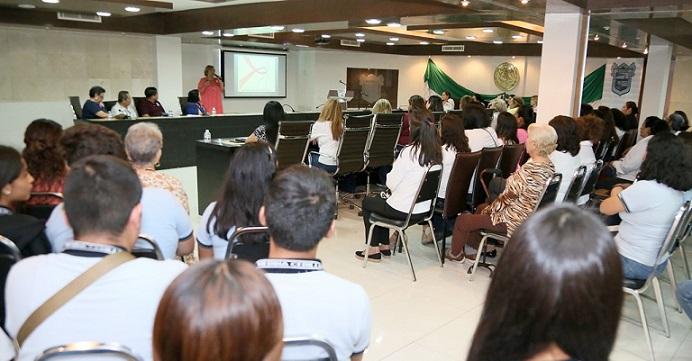 Imparten Conferencia Motivacional A Mujeres Maderenses