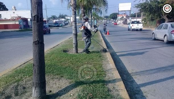 Gobierno Municipal realiza labores de limpieza en plazas y avenidas