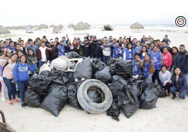 Más de 200 jóvenes se unen para limpiar Playa La Pesca de Soto La Marina