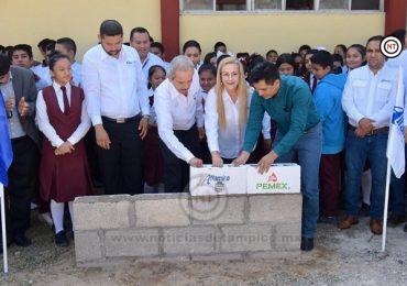 Coloca Alma Laura Amparán primera piedra de comedor en secundaria de Villa Cuauhtémoc