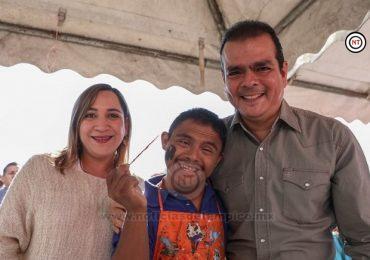 Convive Enrique Rivas y su esposa Adriana Herrera con miles de familia en Posada