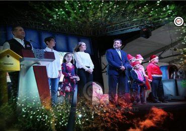 Miles de maderenses asisten a encendido del árbol navideño