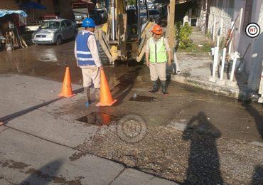 Comapa Zona Conurbada atiende de manera oportuna reporte de fuga en la zona centro de Cd. Madero