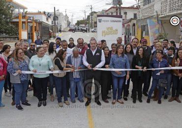 Entrega Adrián Oseguera más calles pavimentadas