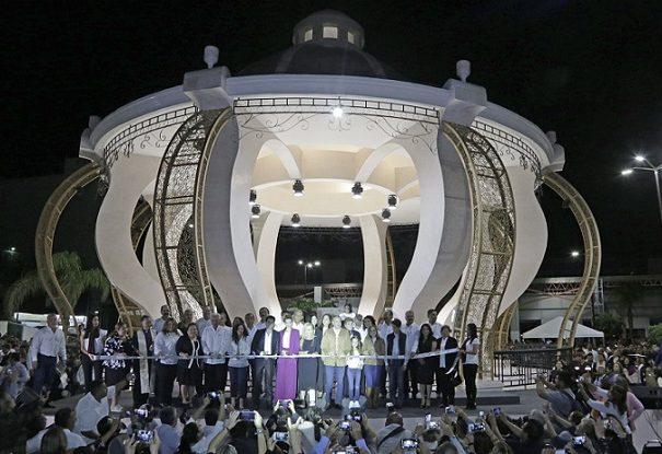 Gobierno de Oseguera entrega nuevo quiosco a los maderenses