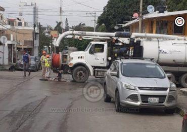 COMAPA Zona Conurbada realiza trabajos de desazolve en la colonia Carrillo Puerto
