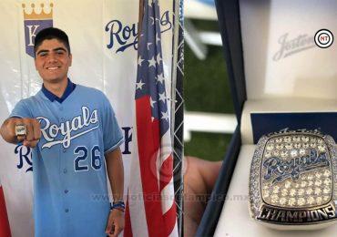 Recibe tamaulipeco Oscar Valenzuela anillo de campeón con Kansas Royals