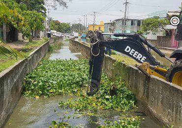 Realizan cuadrillas de Servicios Públicos acciones inmediatas de limpieza en canales