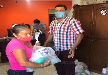 Entrega regidor Jorge Arteaga apoyos alimentarios a población vulnerable.