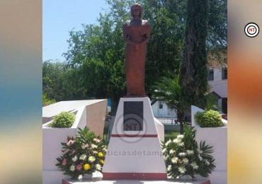 LLEVAN OFRENDA FLORAL A LA ESTATUA Y AL SEPULCRO DE DELIA GARZA