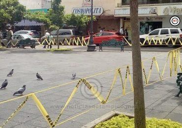 Refuerzan acordonamiento en plazas de la zona centro