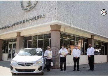 Entrega Rector vehículos del sorteo de aniversario del SUTAUAT