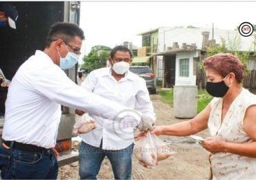 Continúa Miguel Rodríguez Salazar entregando ayuda al sector Héroes de Nacozari