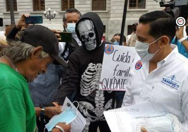 Busca Edil Porteño Concientizar a Población en el uso del Cubrebocas; Camina con la Muerte en Zona Centro