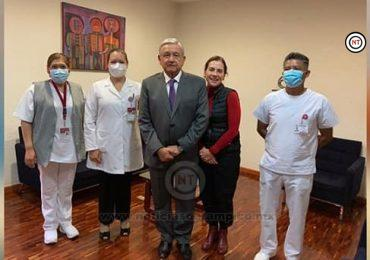 AMLO y su esposa se vacunan contra la influenza en el ISSSTE