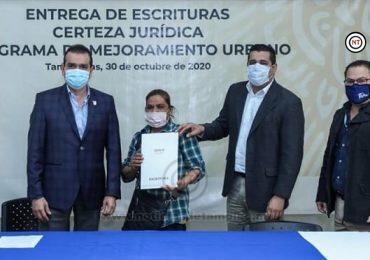 Favorecen Municipio e INSUS a 211 familias con escrituras