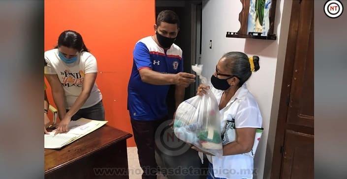 Continúa regidor de Madero  brindando apoyos a sectores vulnerables.