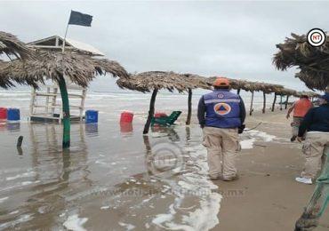 Bandera negra en playa Miramar.