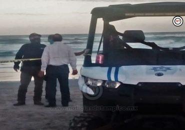 Rescatan policías a dos menores a punto de morir ahogados, en La Pesca