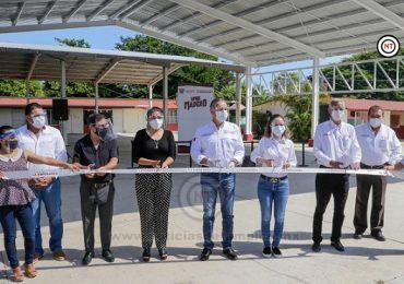 Adrián Oseguera entrega más techumbres a instituciones educativas